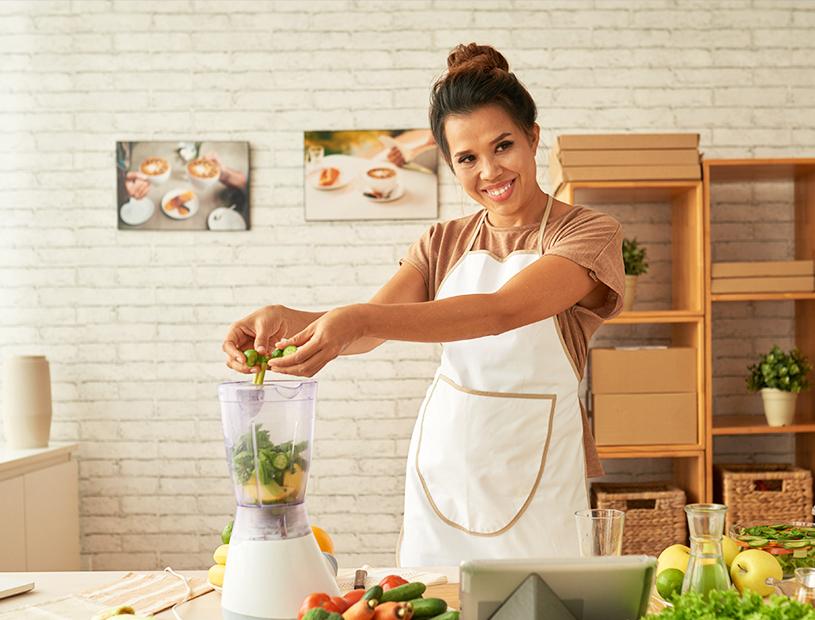 Sopa de Espinafre assim como outras frutas, vegetais, mercearias e cabazes ao domicílio com a Horta da Maria Portugal
